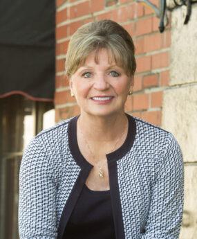 Gail Sparks (La Turner)